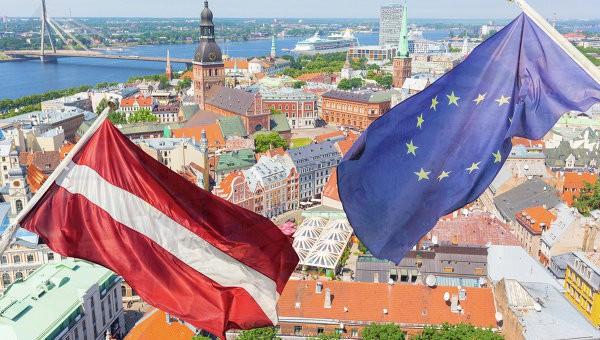 Министр экономики Латвии: евростандарты загонят страну в каменный век!
