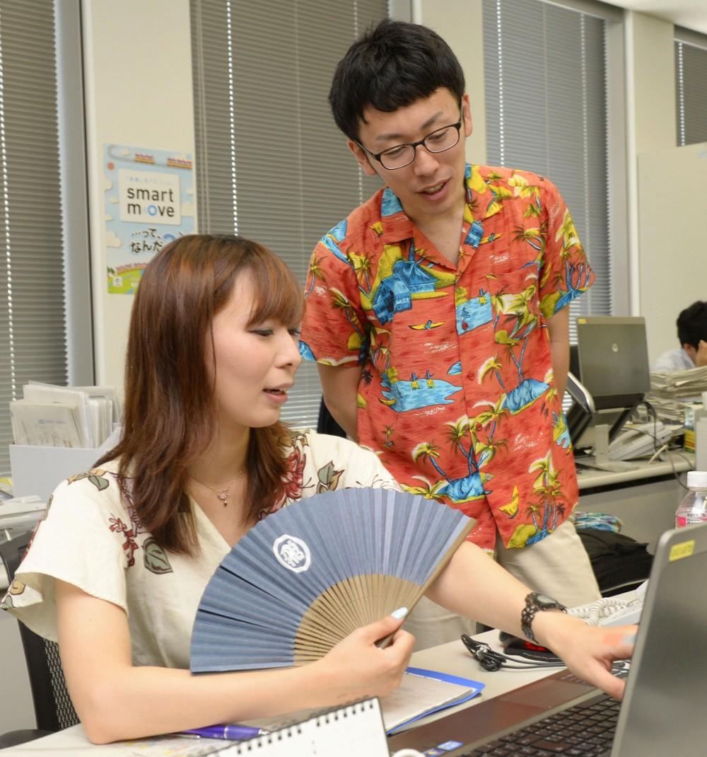 В Японии чиновники разделись до рубашек