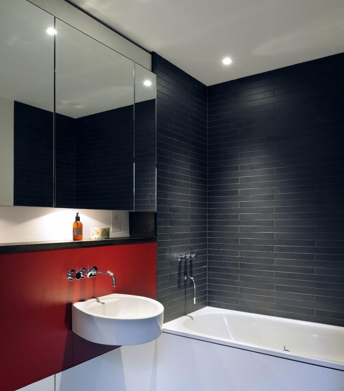 Плитка на стенах и полу ванной комнаты - один из базовых декоративных элементов, но вариации, в рамках которых ее используют, поистине бесконечны.