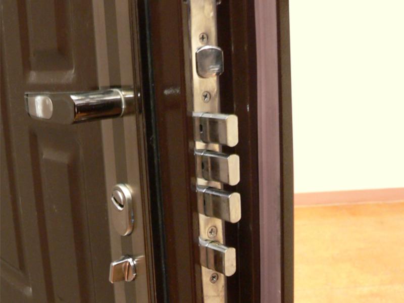 КВзломостойкость входных дверей зависит, в первую очередь, от качества замков
