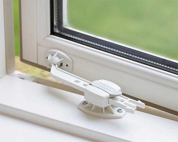 Раздвижной механизм-блокиратор на окне